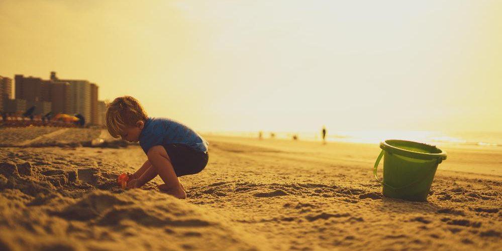 calor crianças verão praia