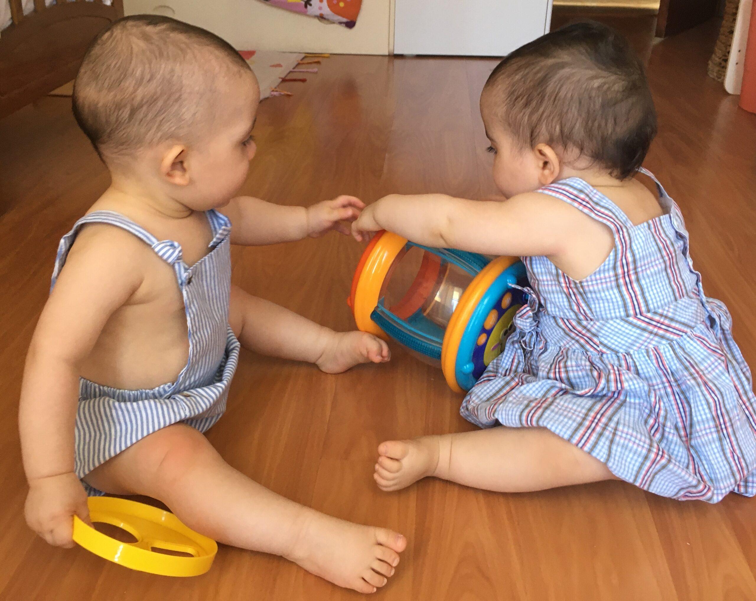 Repetição bebé educação brincar parentalidade